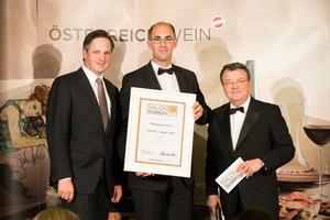SALON 2018 Sieger: Weingut Humer (Bild Mitte), rechts: Geschäftsführer ÖWM Willi Klinger, links: Präsident des österreichischen Weinbauverbandes NR Hannes Schmuckenschlager