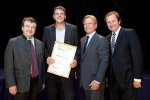 Weingut Mitternast, links GF Willi Klinger, rechts Dir. Edmund Gollubits, Grand Casino Baden und Mag. Oliver Kitz, Casinos Austria