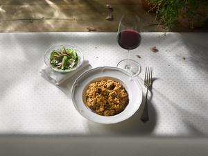 Reisfleisch und Rotwein
