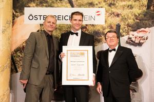 SALON 2019 Sieger: Weingut Scheiblhofer (Bild Mitte), rechts: Geschäftsführer ÖWM Willi Klinger, links: Martin Kušej (Theaterregisseur, Opernregisseur und Intendant)