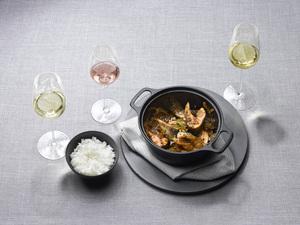 Geschmorter und karamellisierter Fisch mit Weiß- und Roséwein