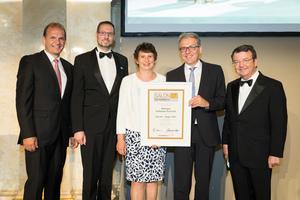 SALON 2017 Sieger: Weingut Hofbauer-Schmidt (Bild Mitte), rechts: Geschäftsführer ÖWM Willi Klinger, links: Vizepräsident der Landwirtschaftskammer Otto Auer