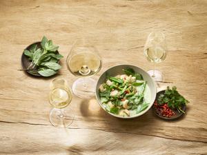 Grünes Thai Curry und Weißwein