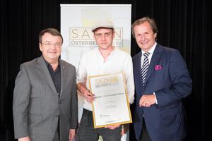Weingut Hermenegild-Mang, links: Geschäftsführer ÖWM Willi Klinger, rechts: Leiter Food & Beverage Casinos Austria Oliver Kitz