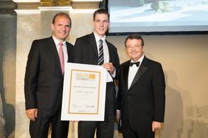 SALON 2017 Sieger: Weinbau Familie Angerer (Bild Mitte), rechts: Geschäftsführer ÖWM Willi Klinger, links: links: Vizepräsident der Landwirtschaftskammer Otto Auer