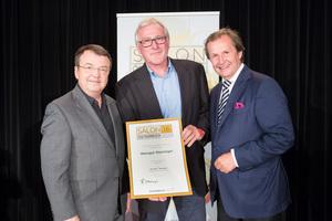 Weingut Steininger, links: Geschäftsführer ÖWM Willi Klinger, rechts: Leiter Food & Beverage Casinos Austria Oliver Kitz