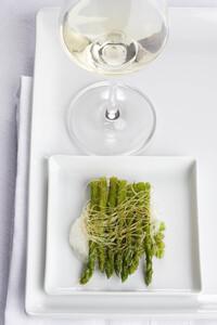 Gebratener Spargel mit Weißwein