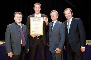 Weinbau Gallee, links GF Willi Klinger, rechts Dir. Edmund Gollubits, Grand Casino Baden und Mag. Oliver Kitz, Casinos Austria