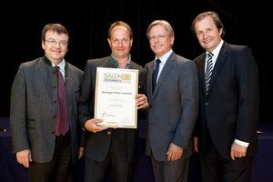 Weingut Franz Leopold, links GF Willi Klinger, rechts Dir. Edmund Gollubits, Grand Casino Baden und Mag. Oliver Kitz, Casinos Austria