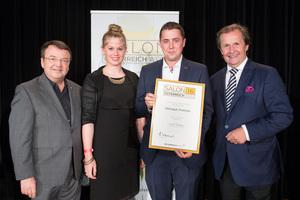 Weingut Frotzler, links: Geschäftsführer ÖWM Willi Klinger, rechts: Leiter Food & Beverage Casinos Austria Oliver Kitz