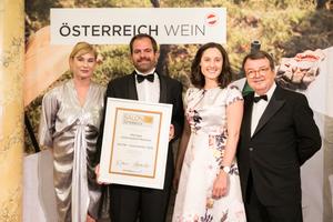 SALON 2019 Auserwählter: Johanneshof Reinisch (Bild Mitte), rechts: Geschäftsführer ÖWM Willi Klinger, links: Dörte Lyssewski (Schauspielerin)
