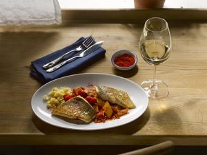 Zander mit Paprika und Weißwein