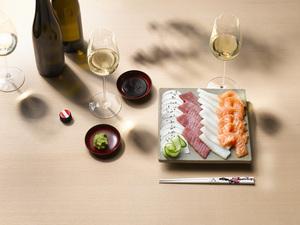 Sushi & Sashimi und Weißwein