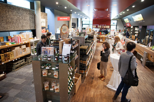 """Weingipfel 2017: Visit to """"Vinofaktur and Genussregal Südsteiermark"""" and Opportunity for Shopping Regional Products, Vinofaktur and Genussregal, Vogau"""