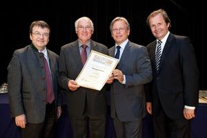 Weingut Payer, links GF Willi Klinger, rechts Dir. Edmund Gollubits, Grand Casino Baden und Mag. Oliver Kitz, Casinos Austria