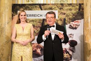 Salon 2019, Galadinner, Palais Coburg, v.r.n.l. Maria Großbauer (Werbefachfrau, Musikerin und Autorin),Willi Klinger (Geschäftsführer ÖWM)