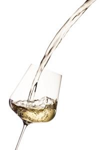 Weißwein, Glas, einschenken