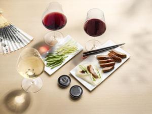 Peking Ente und Rotwein
