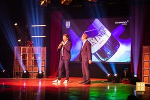 Florian Schütky (ÖWM) auf der Bühne des Best of Swiss Gastro Awards