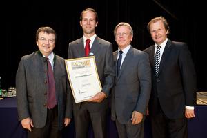 Weingut Mayrhofer, links GF Willi Klinger, rechts Dir. Edmund Gollubits, Grand Casino Baden und Mag. Oliver Kitz, Casinos Austria