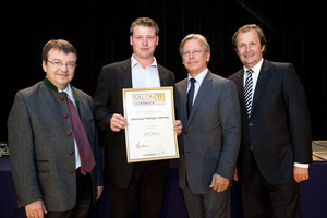 Weingut Pillinger Hannes, links GF Willi Klinger, rechts Dir. Edmund Gollubits, Grand Casino Baden und Mag. Oliver Kitz, Casinos Austria