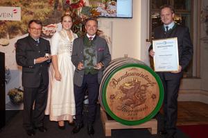 v.l.n.r.: Willi Klinger; Weinkönigin Tatjana Cepnik; Bacchuspreisträger 2019 Markus Segmüller; Johannes Schmuckenschlager