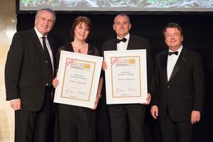 SALON 2012 Sieger: Weingut Landauer-Gisperg, Thermenregion (Bild Mitte), links: Präsident des österreichischen Weinbauverbandes Josef Pleil, rechts: Geschäftsführer ÖWM Willi Klinger