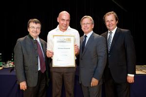 Weingut Kirnerhof, links GF Willi Klinger, rechts Dir. Edmund Gollubits, Grand Casino Baden und Mag. Oliver Kitz, Casinos Austria