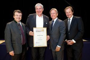 Weingut Gross, links GF Willi Klinger, rechts Dir. Edmund Gollubits, Grand Casino Baden und Mag. Oliver Kitz, Casinos Austria
