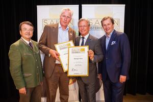 Weingut Heiss, links: Geschäftsführer ÖWM Willi Klinger, rechts: Direktor Casino Baden Edmund Gollubitz, Leiter Food & Beverage Casinos Austria Oliver Kitz