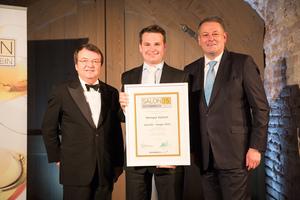 SALON 2015 Sieger: Weingut Alphart, Thermenregion (Bild Mitte), links: Geschäftsführer ÖWM Willi Klinger, rechts: Bundesminister für Land- und Forstwirtschaft, Umwelt und Wasserwirtschaft Andrä Rupprechter