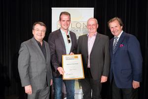 Weinhof Rossmann, links: Geschäftsführer ÖWM Willi Klinger, rechts: Leiter Food & Beverage Casinos Austria Oliver Kitz