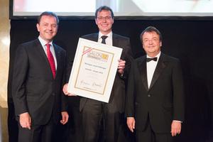 SALON 2012 Sieger: Weingut Josef Edlinger, Kremstal DAC Reserve (Bild Mitte), links: Minister Niki Berlakovich, rechts: Geschäftsführer ÖWM Willi Klinger