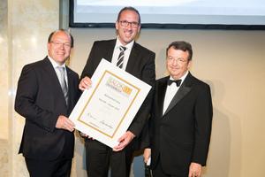 SALON 2017 Sieger: Winzerhof Kiss (Bild Mitte), rechts: Geschäftsführer ÖWM Willi Klinger, links: LR Andreas Liegenfeld