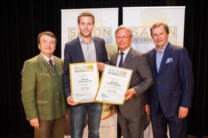 Weingut Schuster, links: Geschäftsführer ÖWM Willi Klinger, rechts: Direktor Casino Baden Edmund Gollubitz, Leiter Food & Beverage Casinos Austria Oliver Kitz