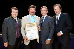 Oleanderhof-Kroyer, links GF Willi Klinger, rechts Dir. Edmund Gollubits, Grand Casino Baden und Mag. Oliver Kitz, Casinos Austria