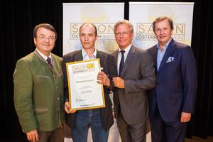 Winzerhof Geppel, links: Geschäftsführer ÖWM Willi Klinger, rechts: Direktor Casino Baden Edmund Gollubitz, Leiter Food & Beverage Casinos Austria Oliver Kitz