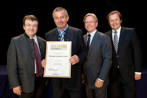 Weingut Leopold Lutzer, links GF Willi Klinger, rechts Dir. Edmund Gollubits, Grand Casino Baden und Mag. Oliver Kitz, Casinos Austria