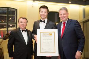 SALON 2016 Sieger: Weingut Tauchmann (Bild Mitte), links: Geschäftsführer ÖWM Willi Klinger, rechts: Bundesminister für Land- und Forstwirtschaft, Umwelt und Wasserwirtschaft Andrä Rupprechter