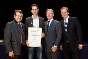 Weingut Ewald Gruber, links GF Willi Klinger und Dir. Edmund Gollubits, Grand Casino Baden, rechts Mag. Oliver Kitz, Casinos Austria