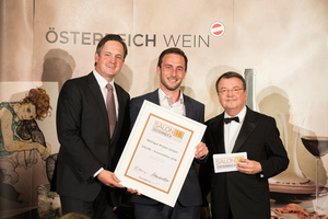 SALON 2018 Auserwählter: Weingut Prieler (Bild Mitte), rechts: Geschäftsführer ÖWM Willi Klinger, links: Präsident des österreichischen Weinbauverbandes NR Hannes Schmuckenschlager