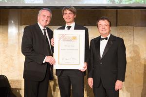 SALON 2012 Auserwählte: Weingut Gross, Südsteiermark (Bild Mitte), links: Präsident des österreichischen Weinbauverbandes Josef Pleil, rechts: Geschäftsführer ÖWM Willi Klinger