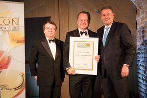 SALON 2015 Auserwählte: Weingut Wieninger, Wien (Bild Mitte), links: Geschäftsführer ÖWM Willi Klinger, rechts: Bundesminister für Land- und Forstwirtschaft, Umwelt und Wasserwirtschaft Andrä Rupprechter