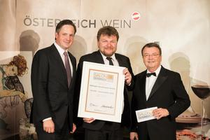 SALON 2018 Auserwählter: Weingut Gesellmann (Bild Mitte), rechts: Geschäftsführer ÖWM Willi Klinger, links: Präsident des österreichischen Weinbauverbandes NR Hannes Schmuckenschlager
