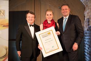 SALON 2015 Sieger: Weingut Krug, Thermenregion (Bild Mitte), links: Geschäftsführer ÖWM Willi Klinger, rechts: Bundesminister für Land- und Forstwirtschaft, Umwelt und Wasserwirtschaft Andrä Rupprechter