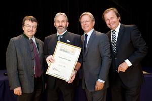 Winzerhof Gruber, links GF Willi Klinger, rechts Dir. Edmund Gollubits, Grand Casino Baden und Mag. Oliver Kitz, Casinos Austria