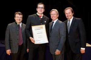 Weinhof Fink, links GF Willi Klinger, rechts Dir. Edmund Gollubits, Grand Casino Baden und Mag. Oliver Kitz, Casinos Austria