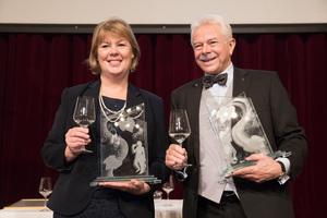 Weintaufe Österreich und Verleihung Bacchuspreis 2017 im Wiener Rathaus, Wien; Bacchuspreisträger 2017 v.l.n.r.: Anne J. Thysell (Spar), Prof. Dr. Walter Kutscher (Vizepräsident Wiener Sommelier Verein)