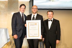 SALON 2017 Auserwählter: Weingut Gager (Bild Mitte), rechts: Geschäftsführer ÖWM Willi Klinger, links: Präsident des österreichischen Weinbauverbandes NR Hannes Schmuckenschlager