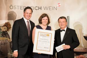 SALON 2018 Auserwählter: Weingut Steininger (Bild Mitte), rechts: Geschäftsführer ÖWM Willi Klinger, links: Präsident des österreichischen Weinbauverbandes NR Hannes Schmuckenschlager